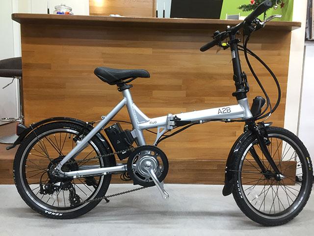 折りたたみの電動アシスト自転車、A2B「kuo / 20」